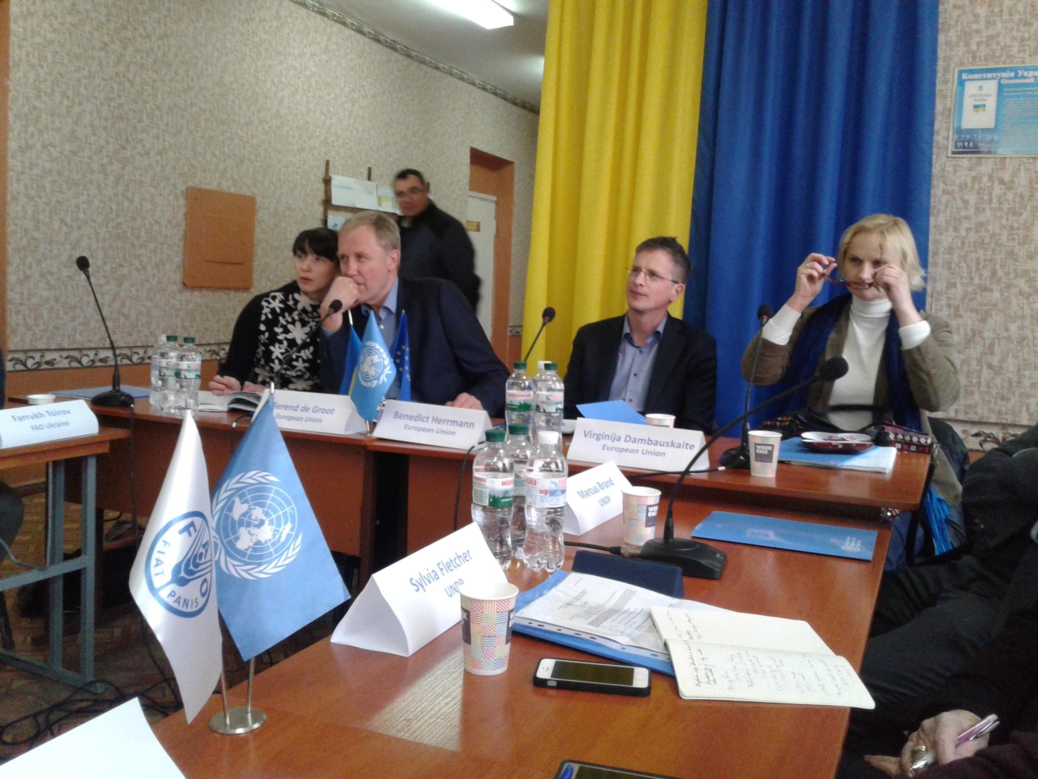 """В ТОВ """"Крамагросвіт"""" було проведено """"круглий стіл"""" на тему: «Роль аграрного сектора  в економічному зростанні Донецької та Луганської областей»"""