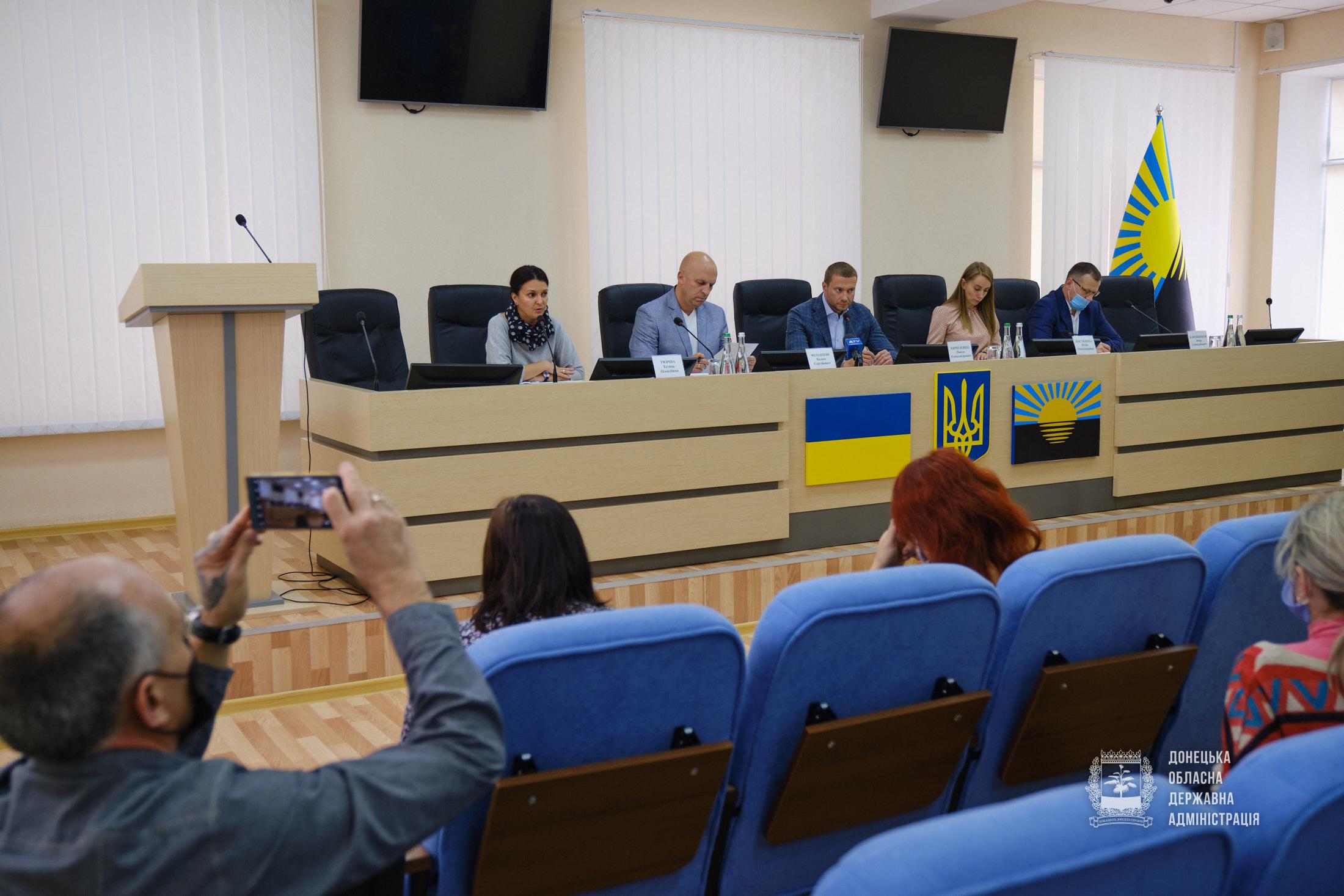 Голова Донецької ОДА Павло Кириленко зустрівся з родинами загиблих учасників АТО/ООС
